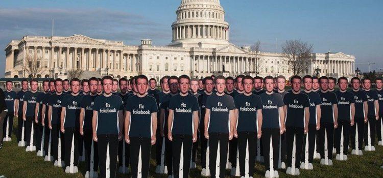 La protesta di Avaaz contro Mark Zuckerberg di fronte a Capitol Hill